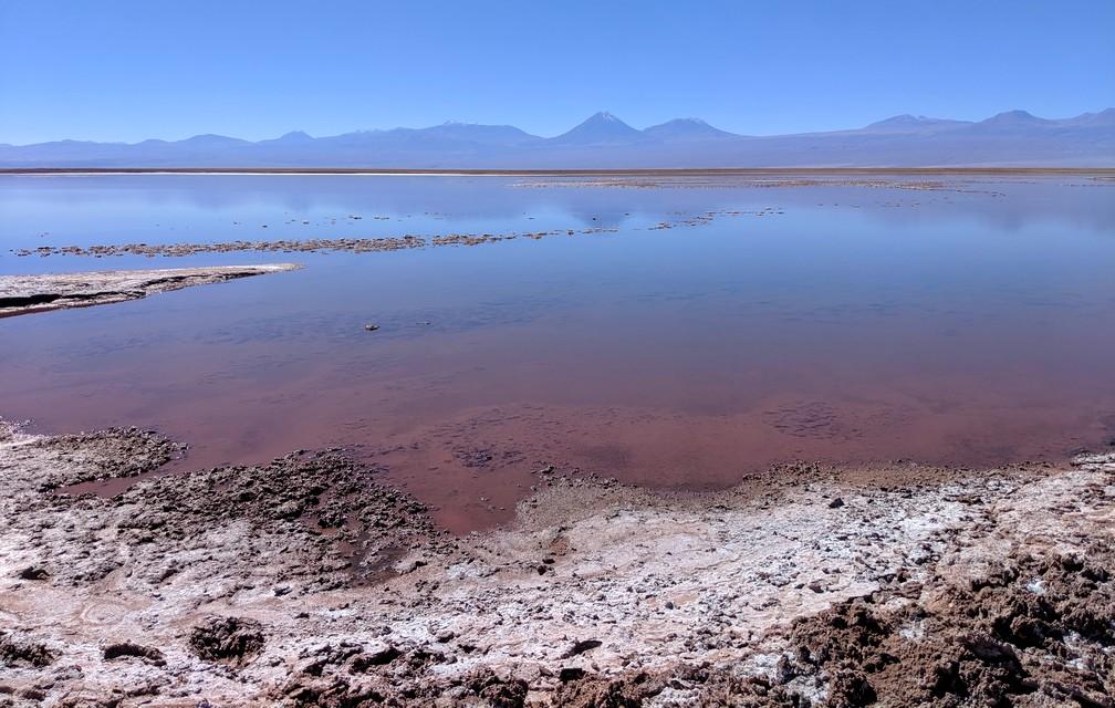 Dégradé du rouge au bleu dans la lagune Tebenquiche