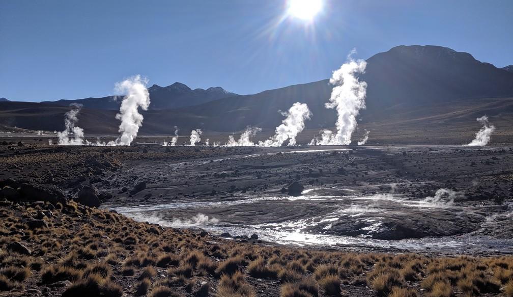 La fumée des geysers de Tiato