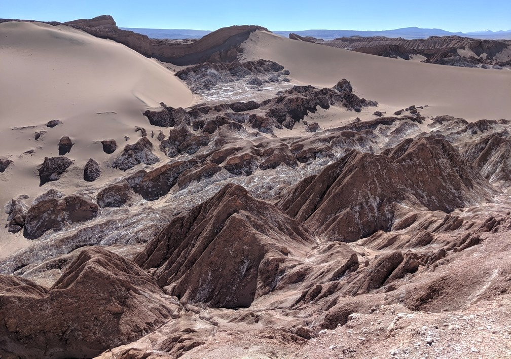 Rochers et grande dune de la vallée de la Lune