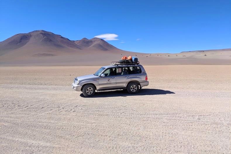 4x4 dans le désert près d'Uyuni
