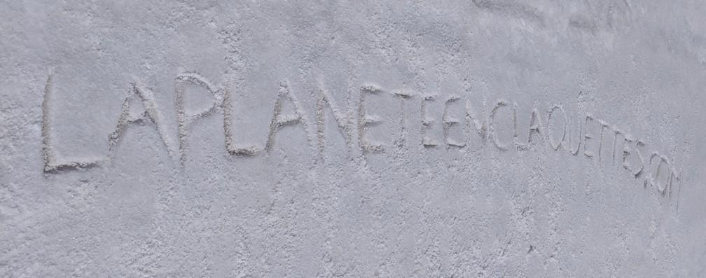 Le lien du blog gravé dans le sol du salar d'Uyuni