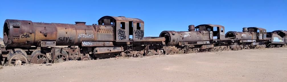 Vieilles locomotives rouillées à Uyuni