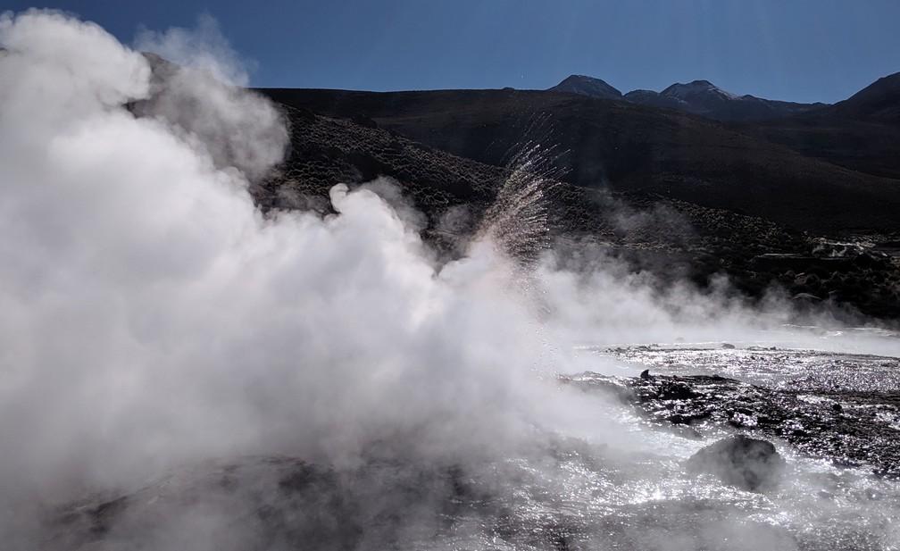 Jet d'eau et de vapeur à Tatio
