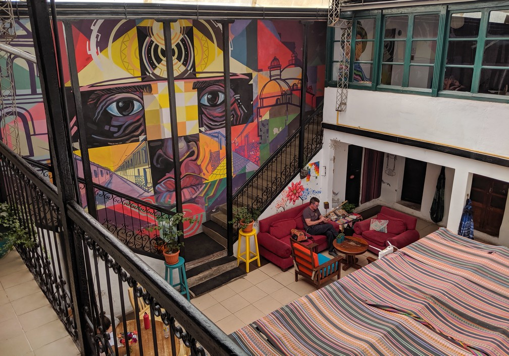 Hall principal de l'hostel Casa Blanca à Potosi