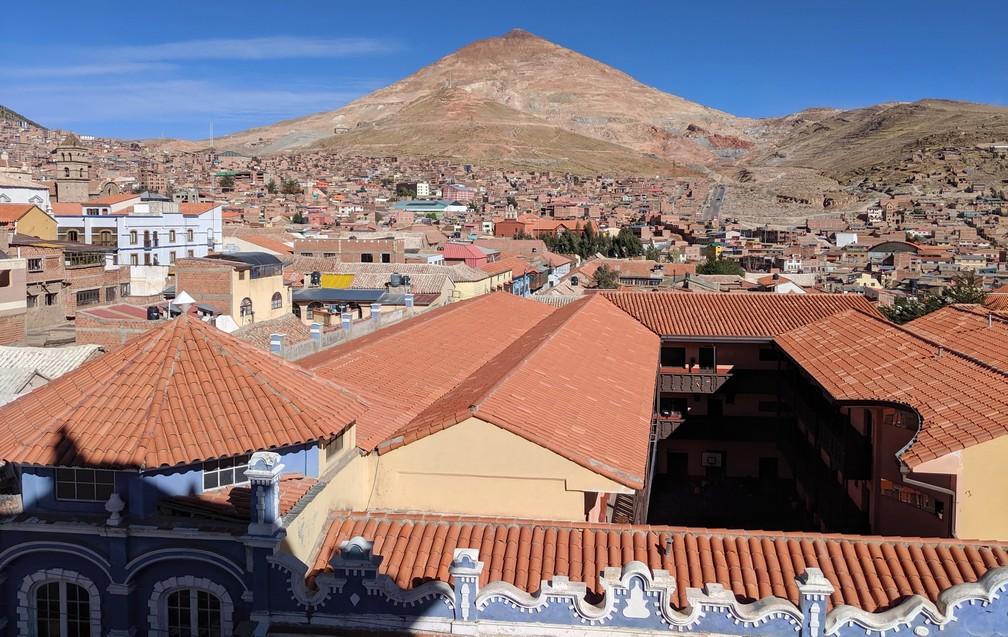 Point de vue sur Potosi et le cerro Rico