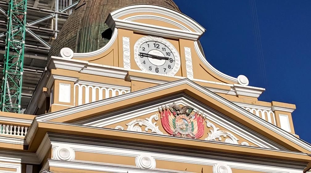 Horloge aux chiffres inversés en haut du Parlement à La Paz