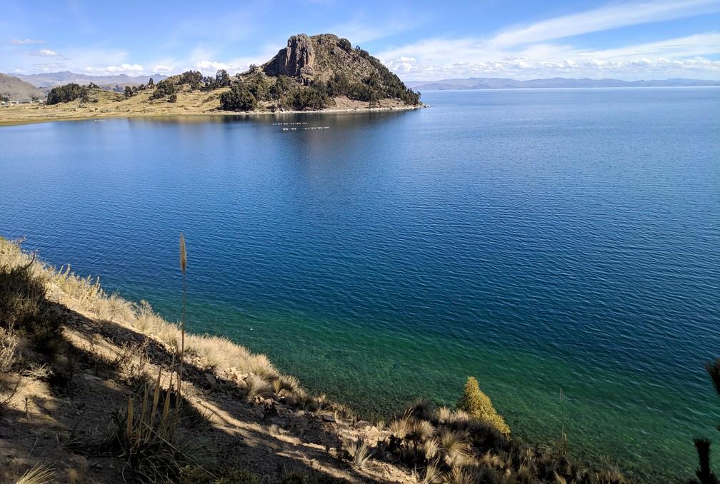 Le cerro Pucara et le lac Titicaca