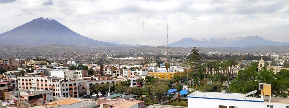 Panorama sur Arequipa et le volcan Misti