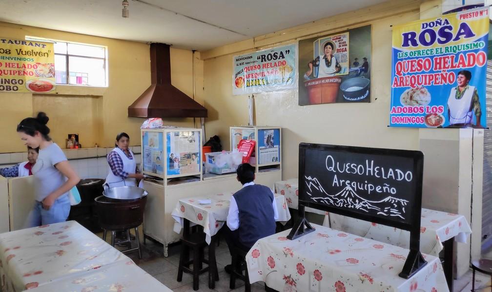 Stand de Doña Rosa au marché San Camilo pour déguster un queso helado