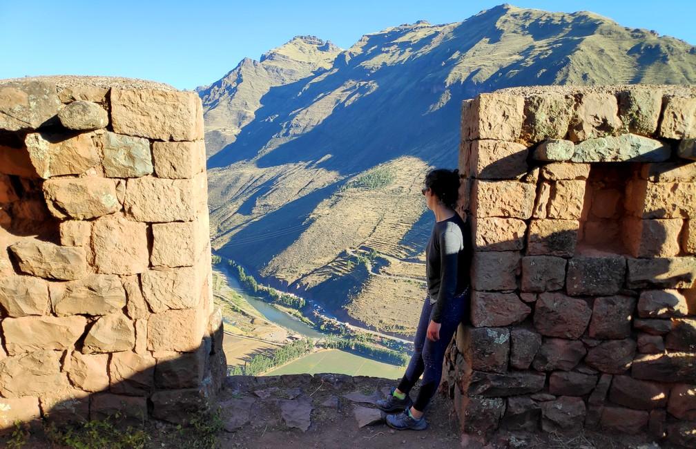 point de vue sur la vallée de Pisac depuis les ruines incas dans la vallée sacrée de cusco