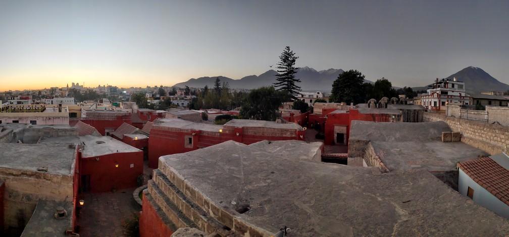 Coucher de soleil depuis les toits du couvent Santa Catalina à Arequipa