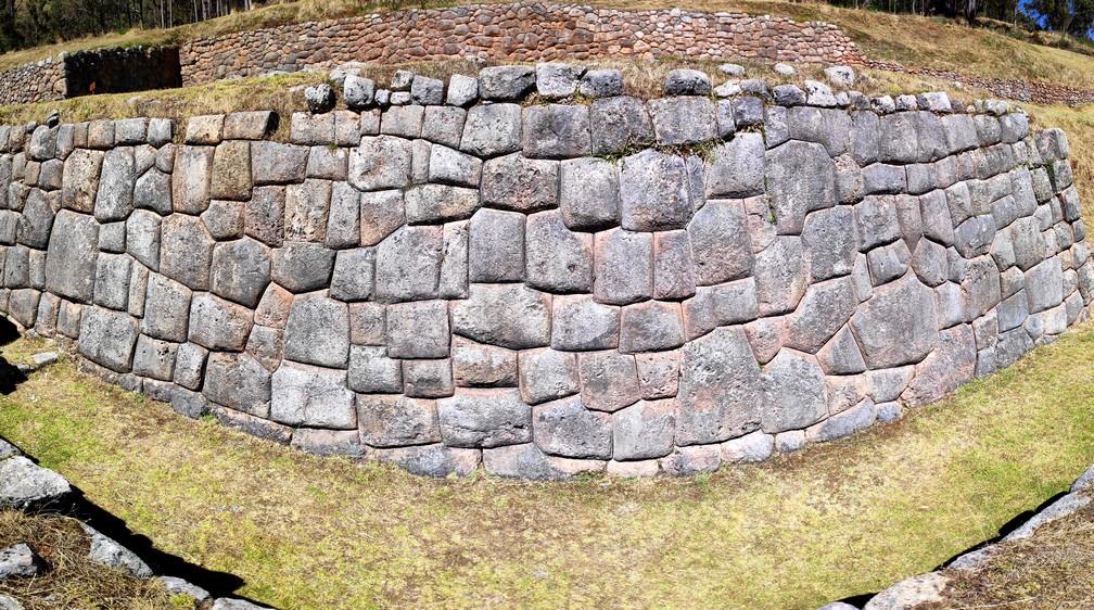 Mur de pierres taillées par les Incas à Chinchero