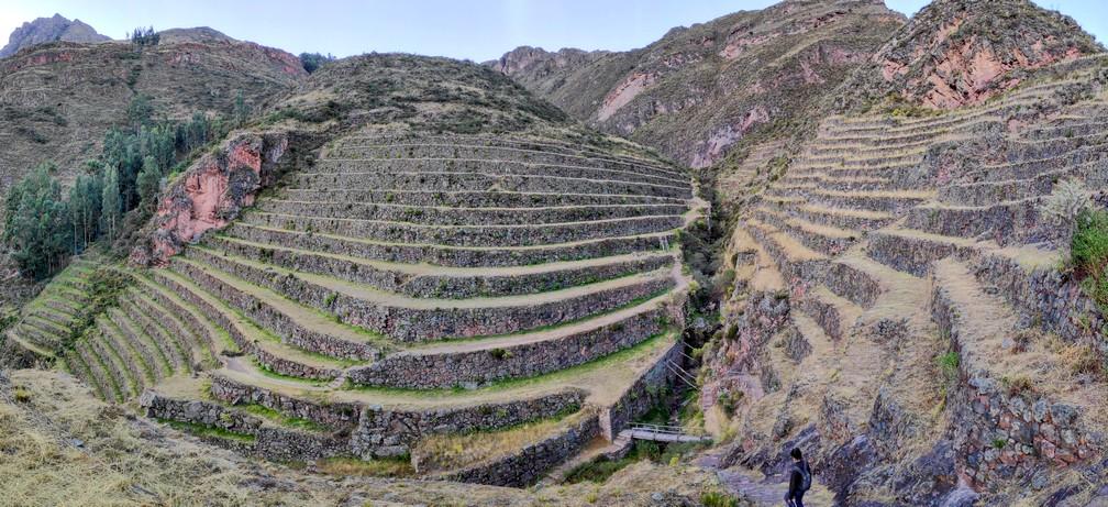 Vestiges de Terrasses incas à Pisac dans la vallée sacrée de Cusco