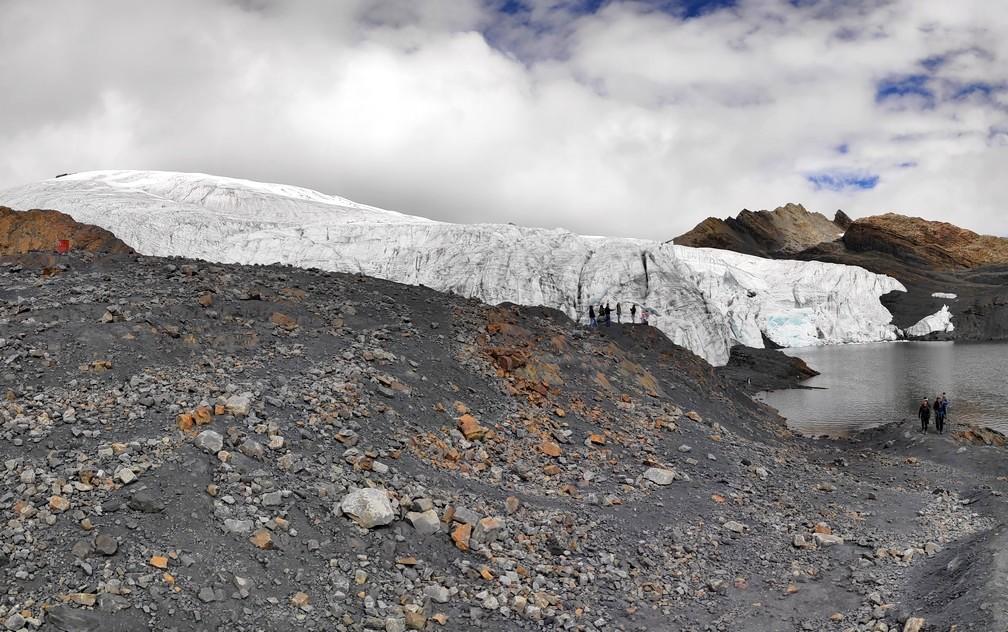 Panorama glacier Pastoruri dans la cordillère blanche près d'Huaraz