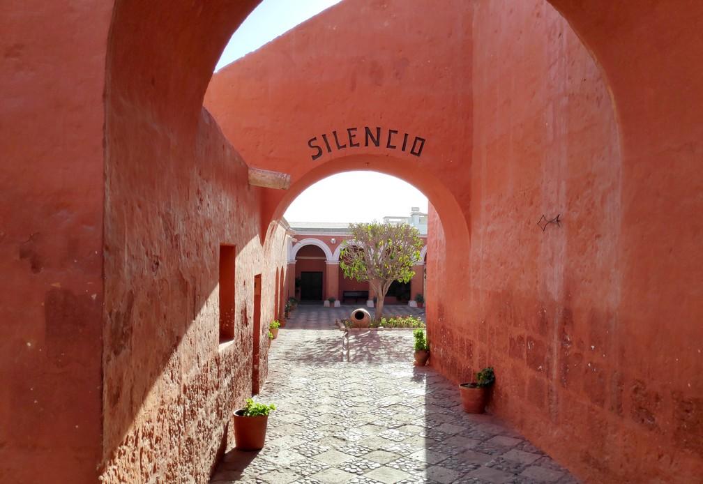 Entrée Patio du Silence au couvent Santa Catalina