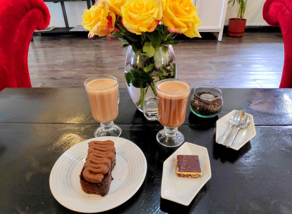 Chocolats chauds et patisseries chez Altisimo à Cuenca