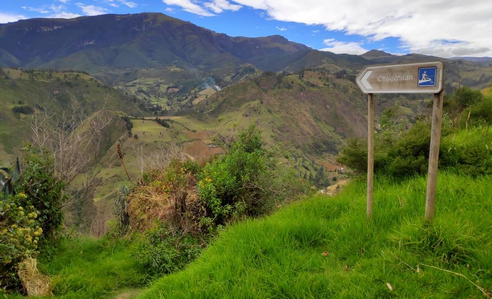 Panneau indiquant la direction de Chugchilan sur la boucle de Quilotoa