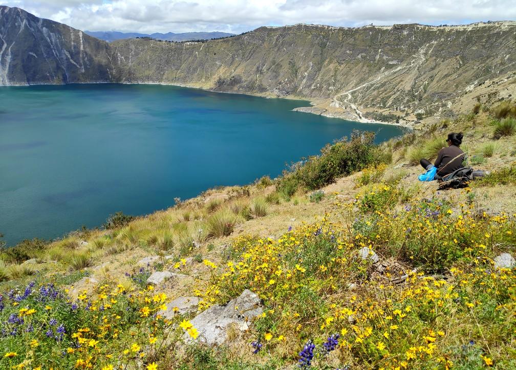 Vue sur la lagune de Quilotoa depuis les hauteurs