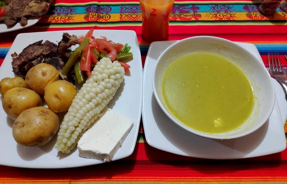 Diner à l'hostel Kuyllur Ñán à Zumbahua