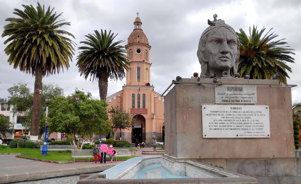 Parc Simon Bolivar avec l'église San Luis en fond