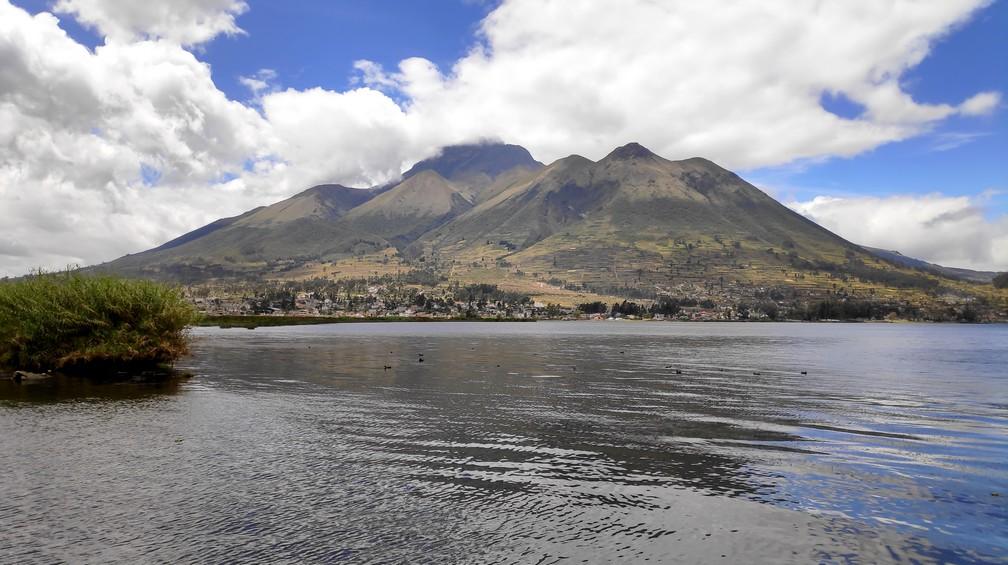 Lac San Pablo et montagne Imbabura à Otavalo
