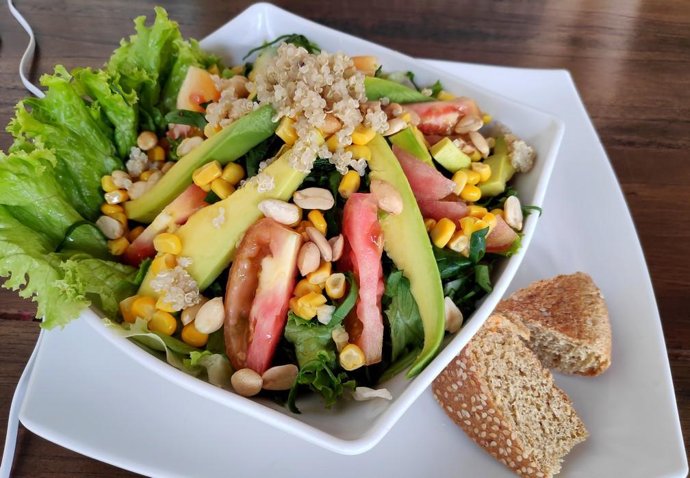 Salade de quinoa à El Punto Vegetal à Salento