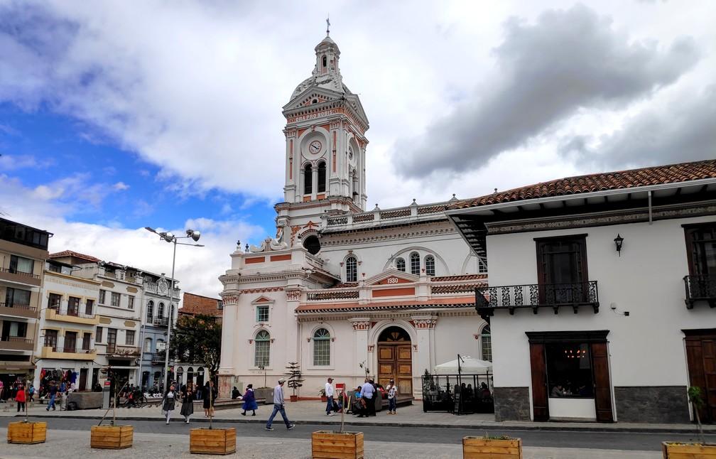 Eglise de San Francisco depuis la place San Francisco de Cuenca