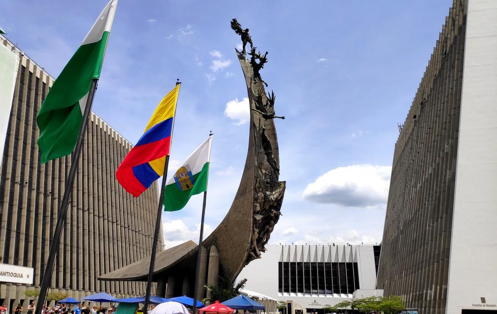 Monumento a La Raza à Medellin