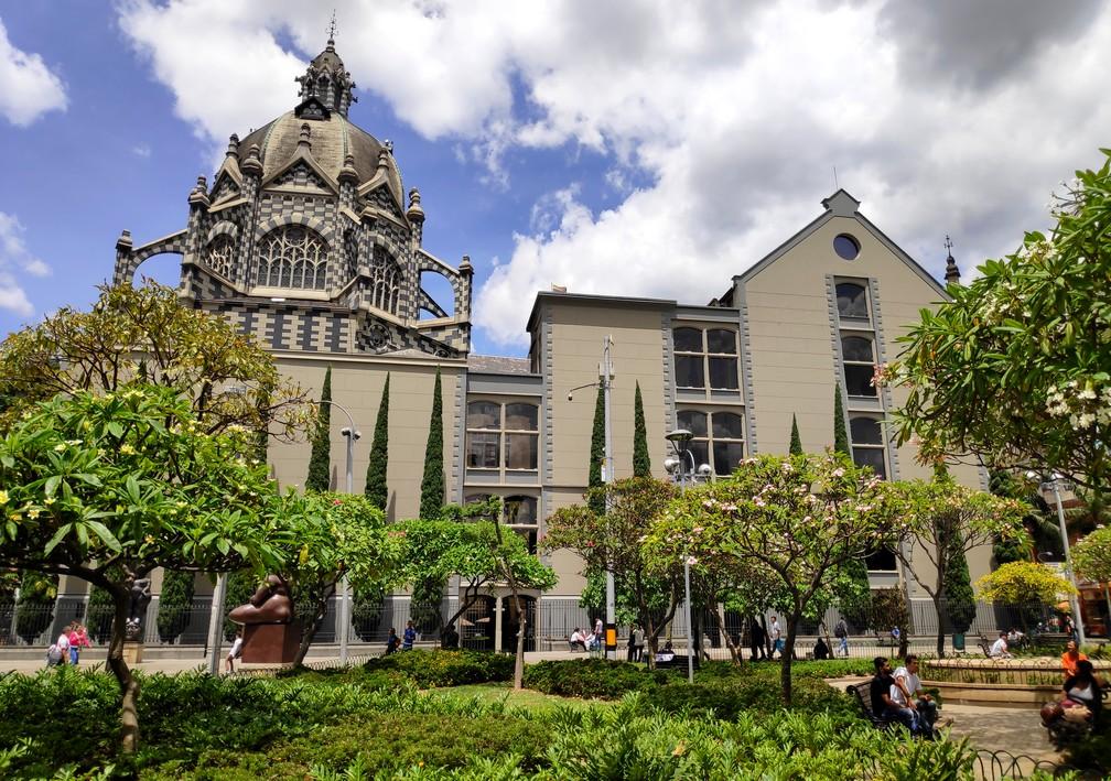Palais de la culture de Medellin vu depuis la Plaza Botero