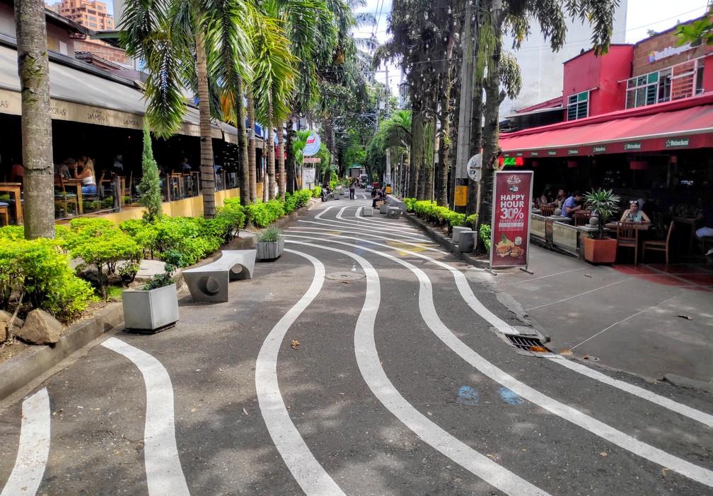 Rue dans le quartier de Poblado à Medellin
