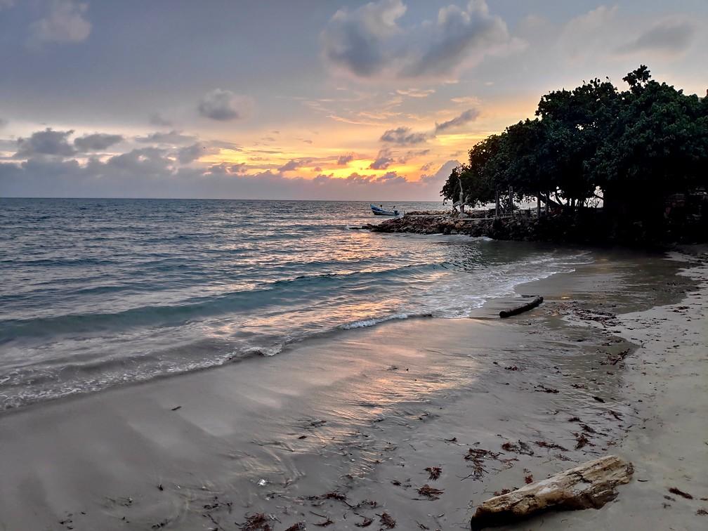 Plage au coucher de soleil à Rincon del Mar