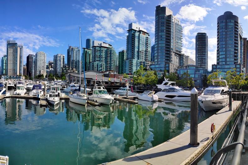 Bateaux dans le port de plaisance de Vancouver