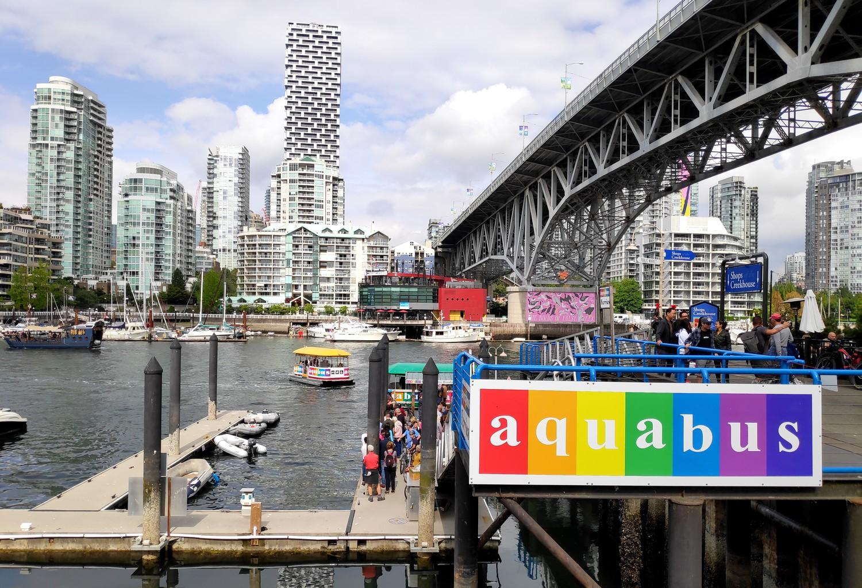 Vue sur Downtown depuis Granville Island à Vancouver