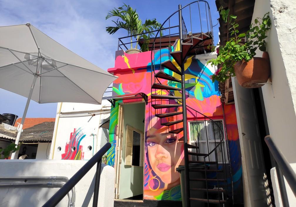 Escalier montant au toit de l'Hostel la Buleka
