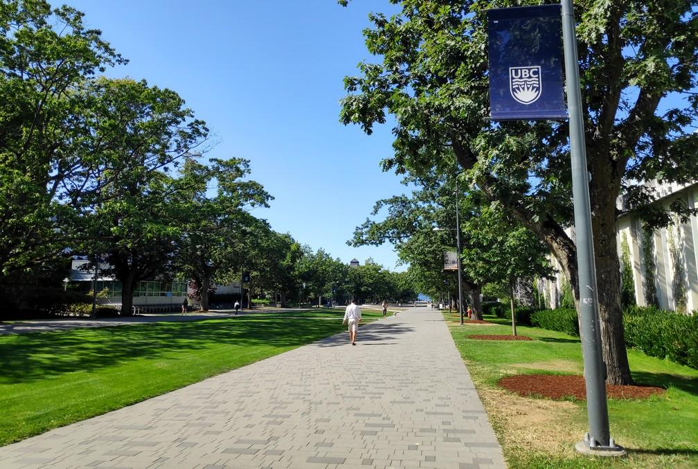 Allée principale sur le campus de UBC