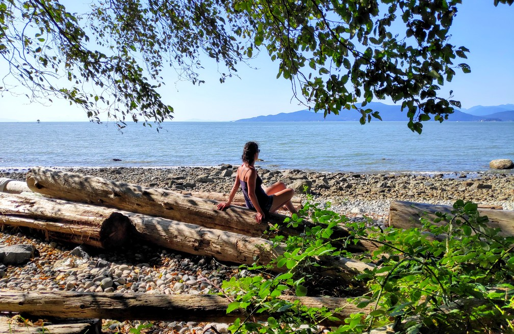 Salomé sur la plage près du campus de UBC