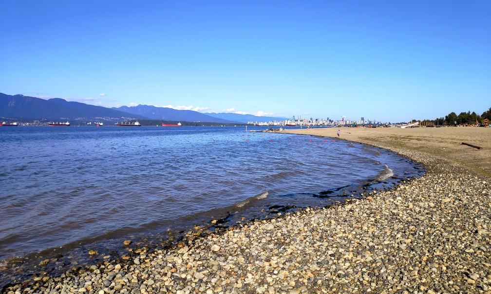Plage de galets de Spanish Banks à Vancouver
