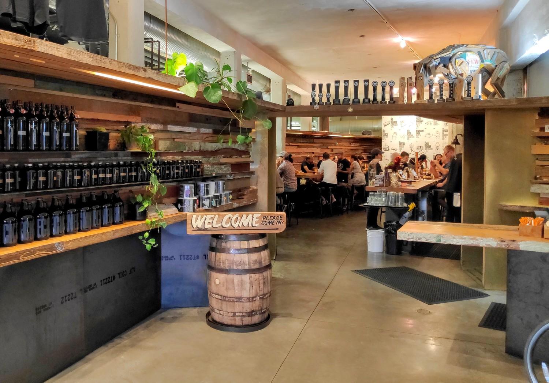 Hall d'entrée de Brassneck Brewery à Vancouver