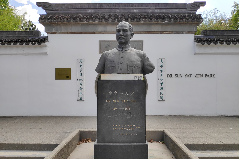 Buste du Dr. Sun Yat-Sun à l'entrée du Jardin Chinois à Vancouver