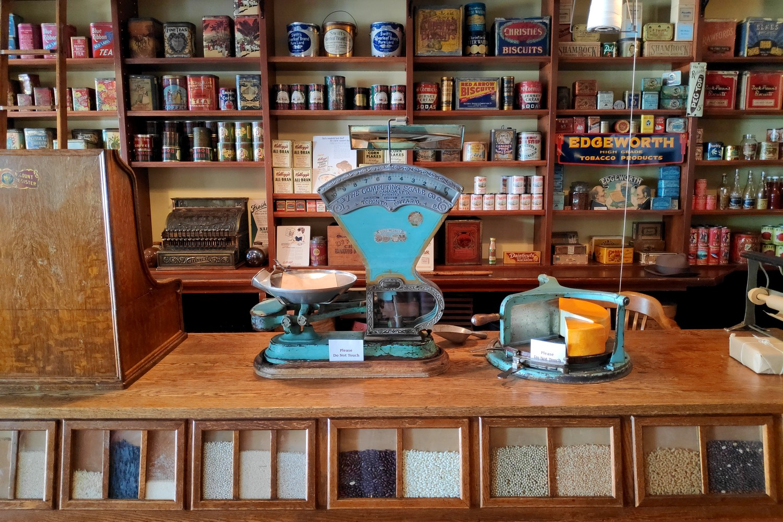Comptoir de l'épicerie à Burnaby Village