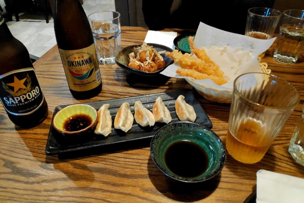 Gyozas et tempuras chez Kaori Izakaya à Vancouver