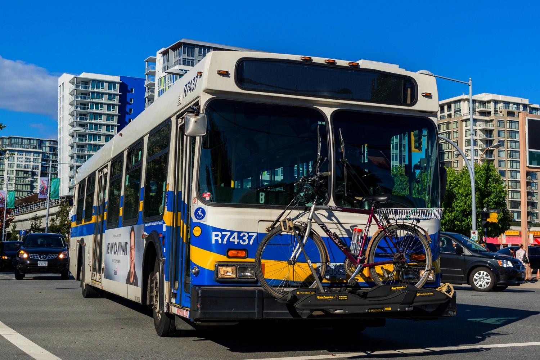 Bus avec vélo accroché devant à Vancouver
