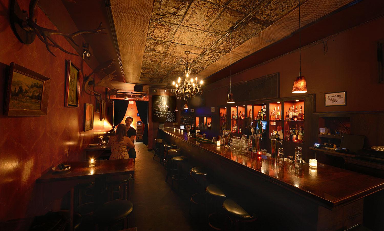 Le bar étroit de Narrow Lounge à Vancouver