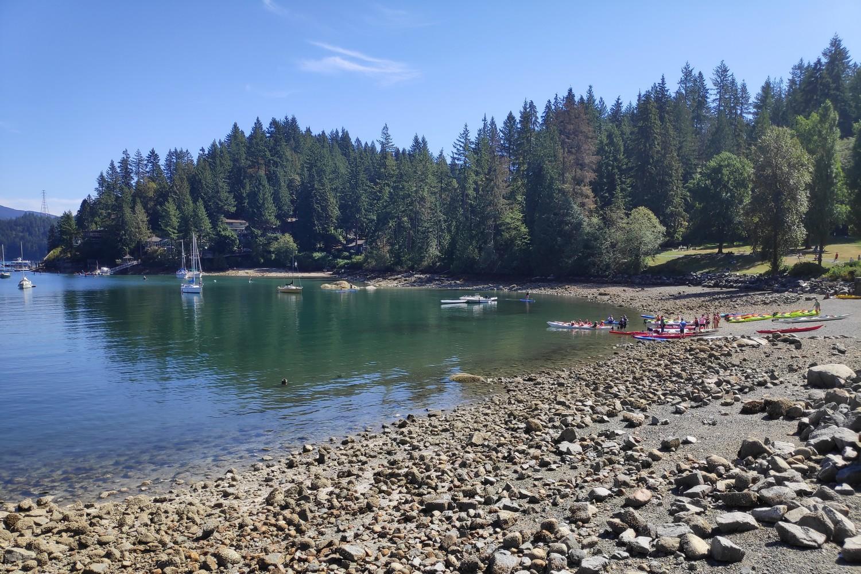 Kayaks dans la baie de Deep Cove