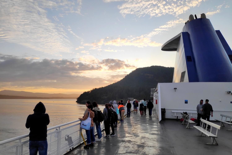 Ferry au coucher de soleil Vancouver Island
