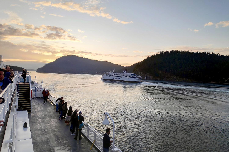 BC ferry observé depuis le pont d'un autre