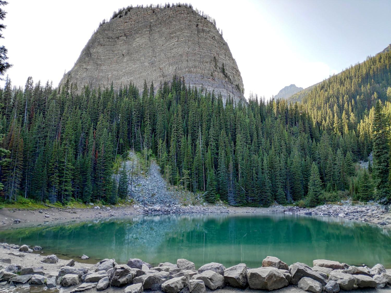 Mirror Lake dans les Rocheuses Canadiennes