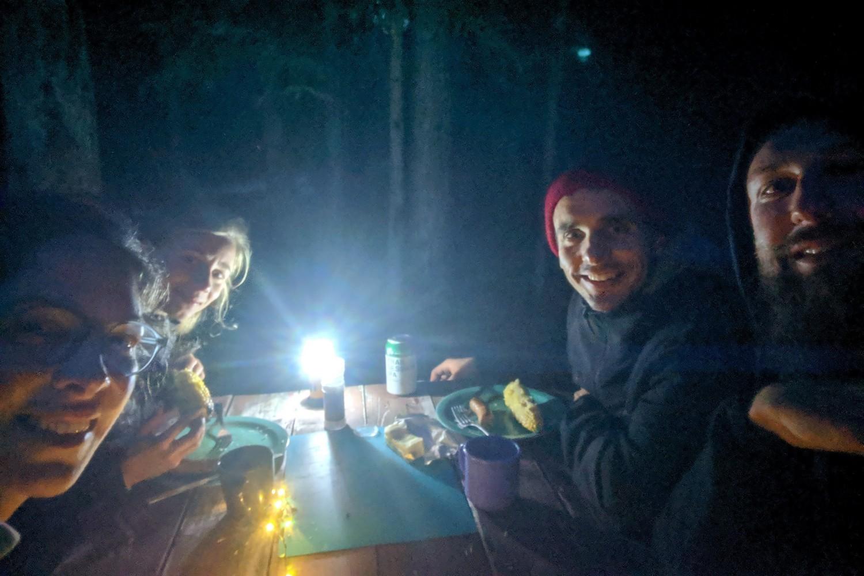 Salomé, Cilia, Lucas et Sylvain au camping de Rampart Creek
