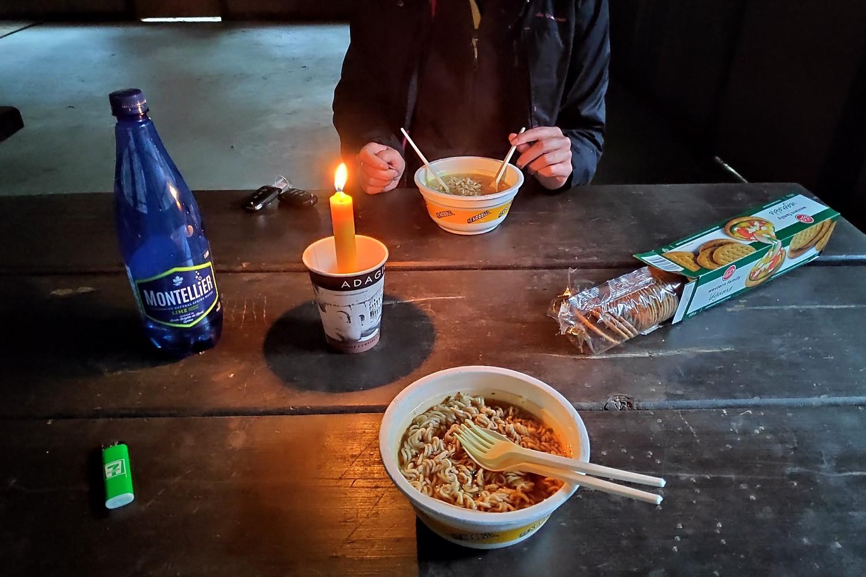 Diner de nouilles chinoises à la chandelle au camping de Clearwater
